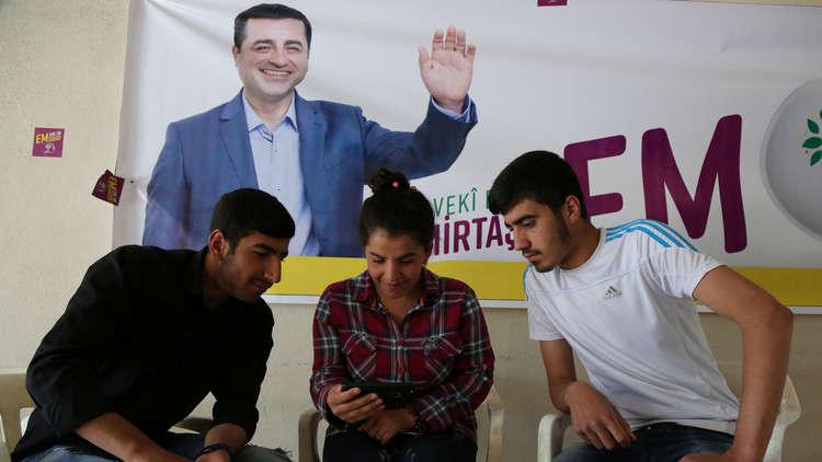 تركيا.. مرشح رئاسي سجين يعقد مؤتمرا غير مسبوق لحملته