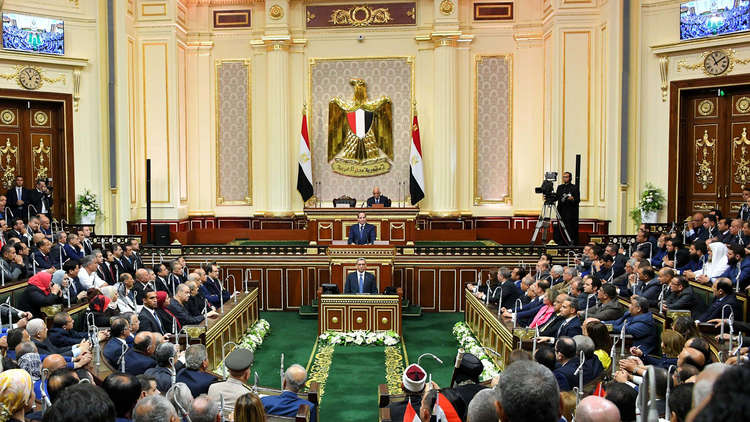 مصر.. هجوم برلماني على وزيرين