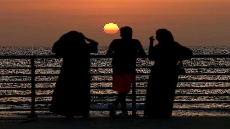 القبض على أشخاص تشبهوا بالنساء في جدة بالسعودية