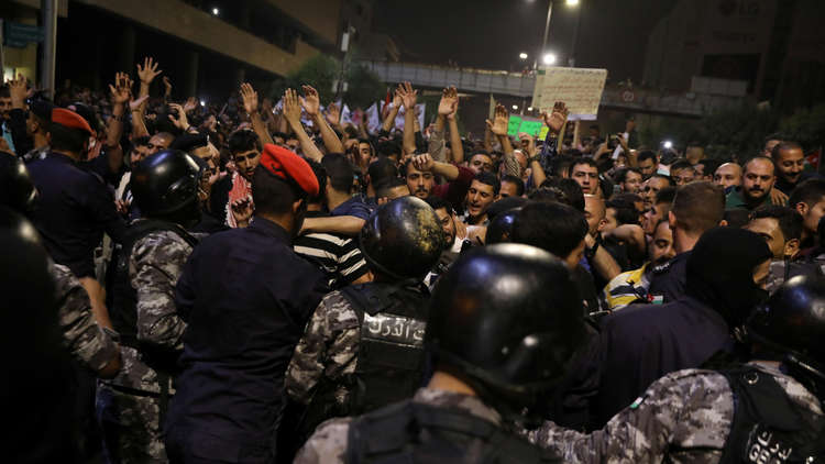 مشهد فريد في احتجاجات الأردن