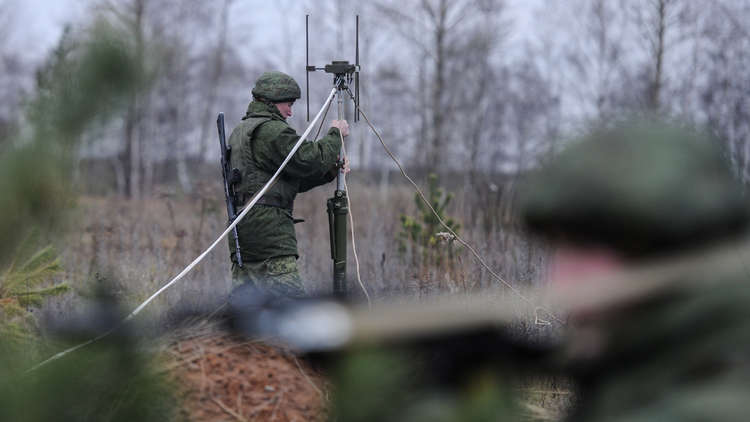 خبير عسكري أمريكي: روسيا تتفوق علينا في الحرب الإلكترونية