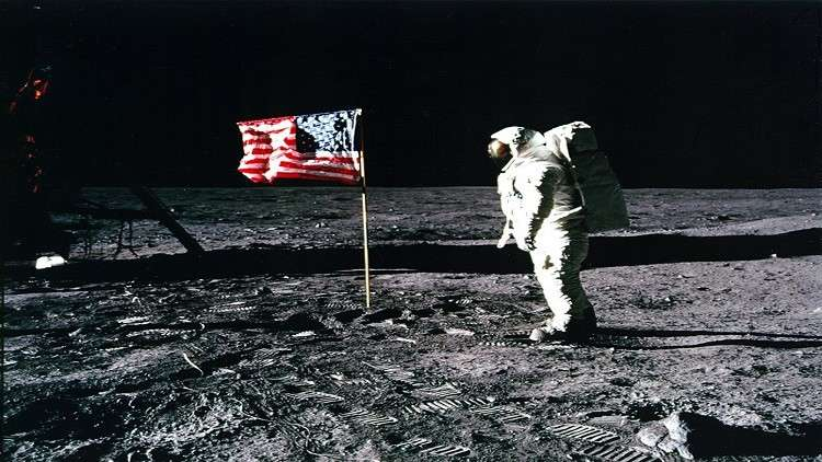 العلماء يحلون لغزا للقمر حيرهم عقودا من الزمن