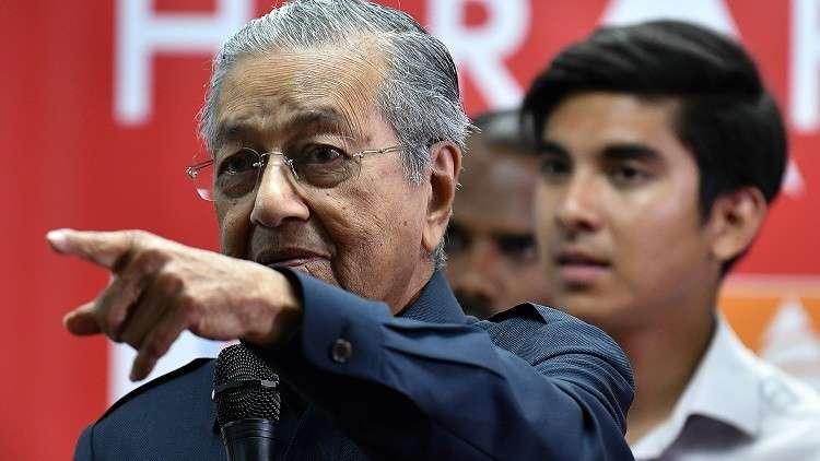 الحكومة الماليزية تحظر على وزرائها قبول الهدايا