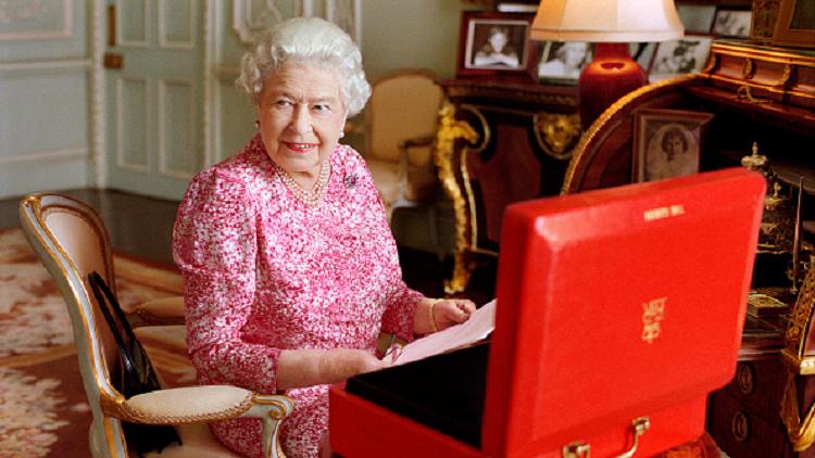 الملكة إليزابيث تخضع لعملية جراحية (صورة)