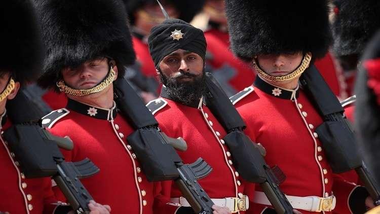 لأول مرة.. جندي من السيخ يرتدي عمامة في استعراض عيد ميلاد الملكة