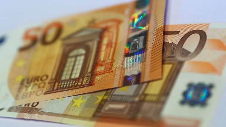 إيران بصدد إطلاق بورصة لليورو