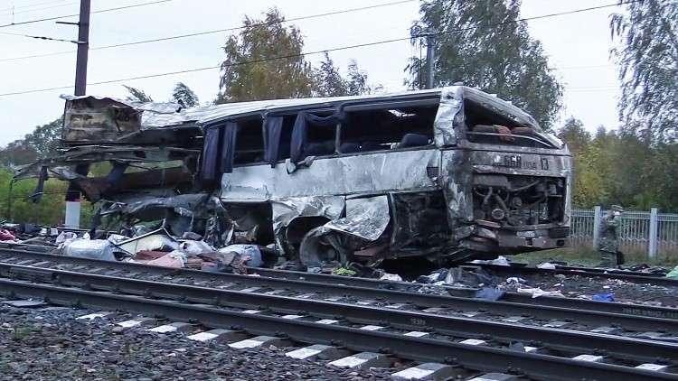 قتلى وجرحى بتصادم قطار مع حافلة في روسيا