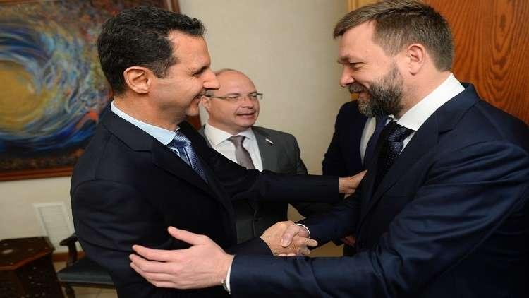 وفد روسي يقدم كرة المونديال الرسمية لأبناء الأسد