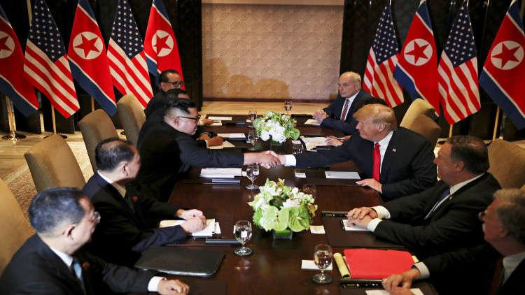 بعد قمة ثنائية استمرت 45 دقيقة.. ترامب يعلن أن اللقاء الذي جمعه مع كيم