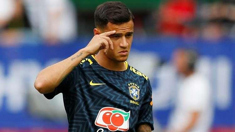 لاعبو المنتخب البرازيلي يرشقون زميلهم كوتينيو بالبيض!