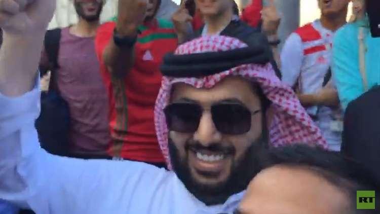 مشجعون مغاربة يصادفون آل الشيخ في موسكو والنهاية غير متوقعة