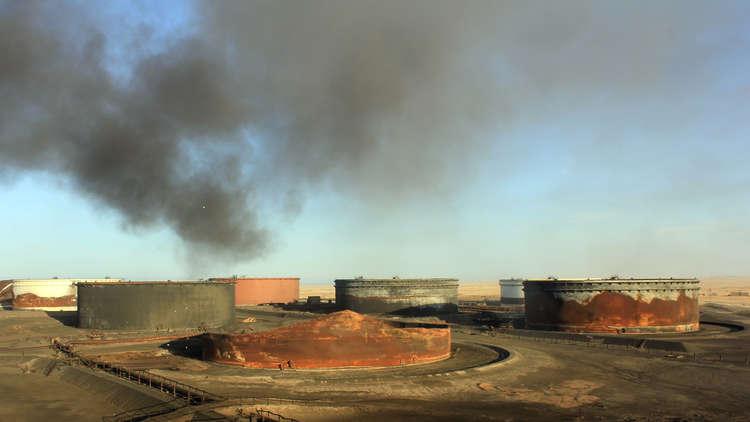 قوات حفتر تخوض مواجهات عنيفة في الهلال النفطي.. وإجلاء للموظفين