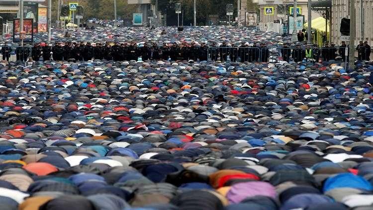 ملايين المسلمين يؤدون صلاة العيد حول العالم
