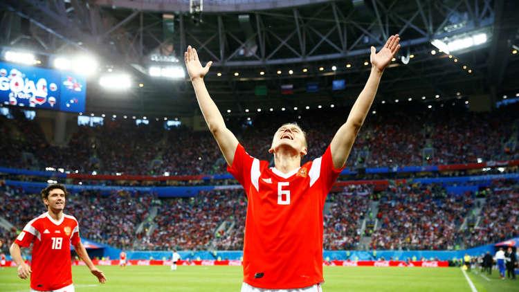 """روسيا أول فريق يتأهل للدور الثاني """"منطقيا"""" على حساب مصر في المونديال"""
