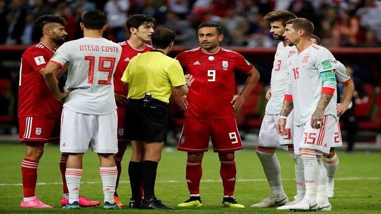خامنئي يثني على أداء المنتخب الإيراني رغم الخسارة أمام إسبانيا