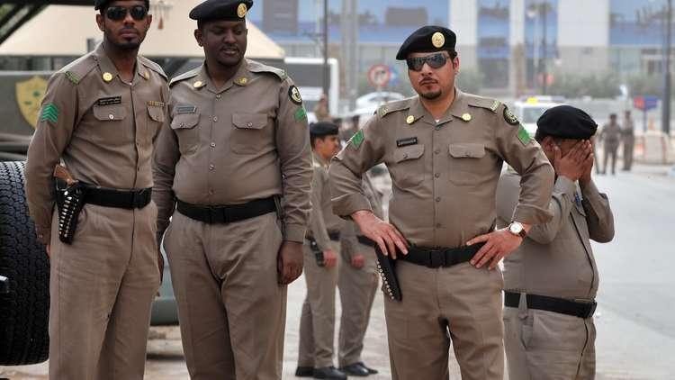 شرطة الرياض تلقي القبض على عصابة تعري رهائنها