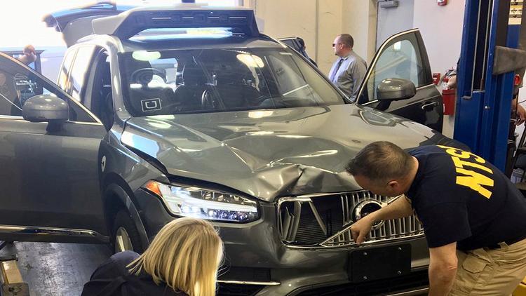 ما السبب وراء حادث سيارة أوبر ذاتية القيادة؟