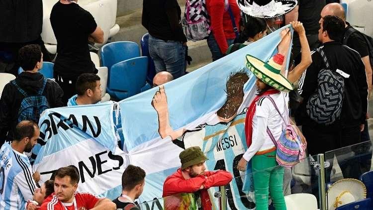 لهذا السبب طالبت الأرجنتين روسيا بترحيل 4 من مشجعيها!