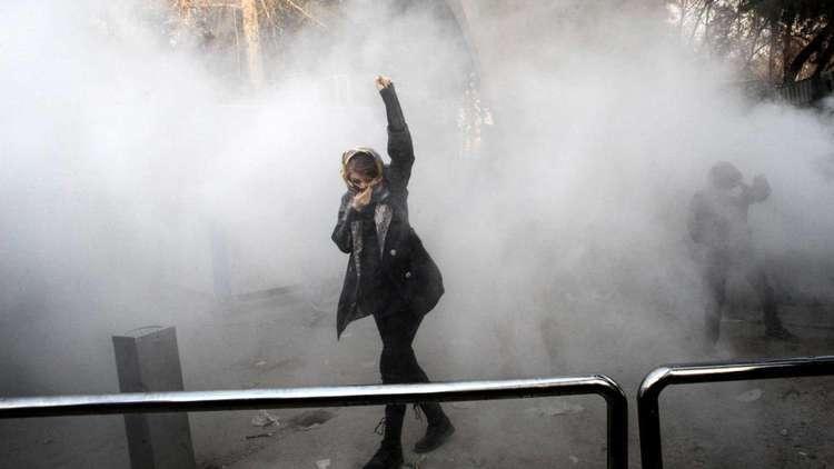 مواجهات بين محتجين والشرطة الإيرانية في طهران