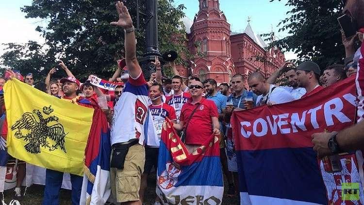 شاهد.. احتفالات الجماهير الصربية قبيل المواجهة المصيرية مع المنتخب البرازيلي