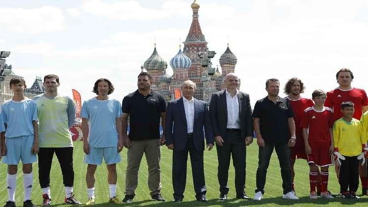 بالفيديو.. بوتين يسجل هدفا رائعا في الساحة الحمراء بحضور إنفانتينو