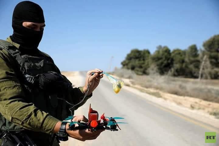 بالصور.. طائرات إسرائيلية مسيرة لإسقاط الطائرات الورقية الفلسطينية