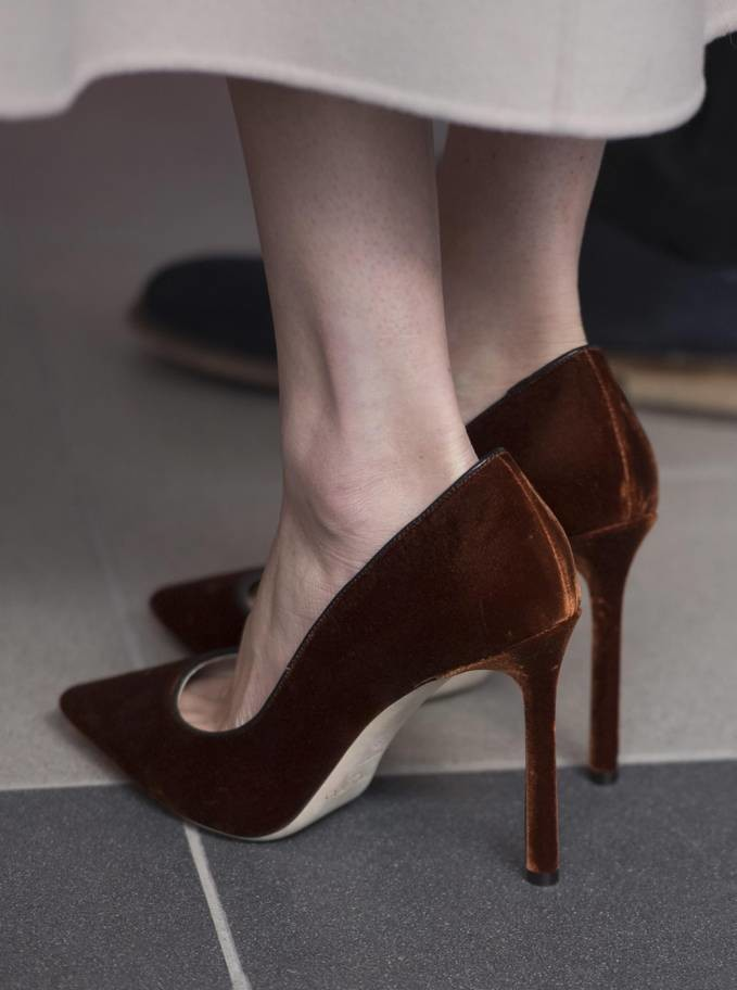 لماذا ترتدي ميغان ماركل أحذية كبيرة جدا؟