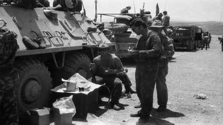 أرشيف - جنود من القوات السوفيتية في مقاطعة ننكرهار في أفغانستان