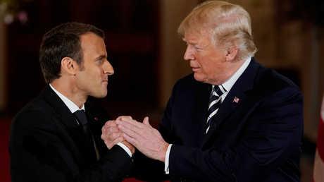 الرئيس الأمريكي، دونالد ترامب، ونظيره الفرنسي، إيمانويل ماكرون، خلال لقائهما في البيت الأبيض يوم 24 أبريل.