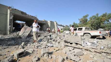 أنقاض سجن ضربته طائرات حربية تابعة للتحالف العربي في حي الزيدية في الحديدة، اليمن، 30 أكتوبر 2016