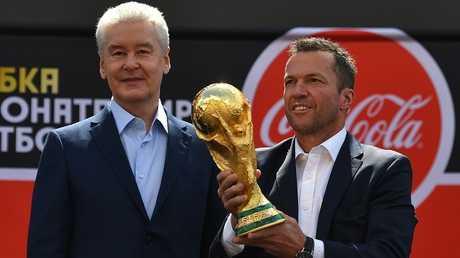 """كأس العالم """"الذهبية"""" تعود إلى موسكو بعد نهاية جولتها العالمية"""