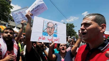 مضربون يطالبون باستقالة حكومة هاني الملقي في الأردن