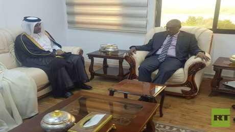 وزير الخارجية السوداني الدرديري محمد أحمد والمبعوث الخاص لوزير الخارجية القطري مطلق القحطاني