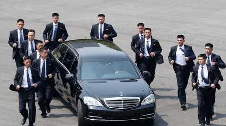 موكب كيم جونغ أون أثناء توجهه للقاء رئيس كوريا الجنوبية على الحدود