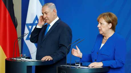 المستشارة الألمانية أنغيلا ميركل تتحدث خلال مؤتمر صحفي مشترك بينها وبين رئيس الوزراء الإسرائيلي بنيامين نتنياهو في برلين في 4 يونيو