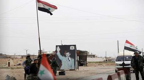 عناصر من القوات السورية بمدينة حلب يعد تحريرها من المسلحين
