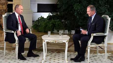الرئيس الروسي فلاديمير بوتين أثناء حواره مع شبكة ORF النمساوية للإذاعة والتلفزيون