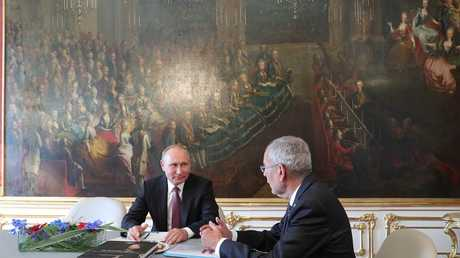 الرئيسان الروسي فلاديمير بوتين والنمساوي، ألكسندر فان دير بيلين، أثناء لقائهما في فيينا