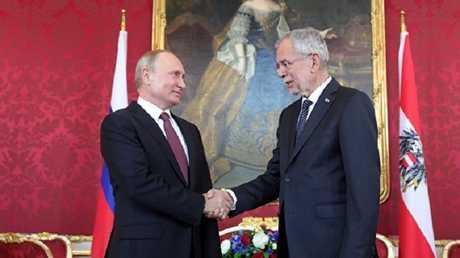 بوتين مع الرئيس النمساوي ألكسندر فان دير بيلن في فيينا