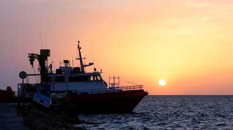 تونس.. ارتفاع عدد ضحايا حادثة غرق مركب للمهاجرين بسواحل قرقنة