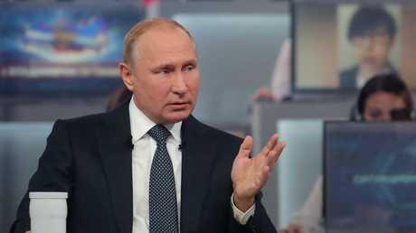 الرئيس الروسي، فلاديمير بوتين، خلال حوار الخط المباشر