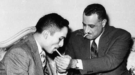 الرئيس المصري الأسبق جمال عبد الناصر والعاهل الأردني الملك حسين - 1957