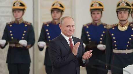 بوتين يمنح الجوائز للمبدعين في