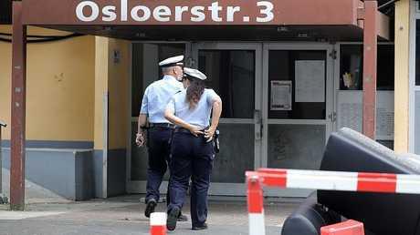 شرطيون ألمان يدخلون مبنى في كولونيا لتفتيش شقة سيف الله هـ. المشتبه به