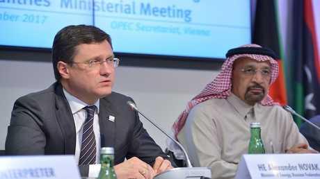 وزير الطاقة الروسي ألكسندر نوفاك ونظيره السعودي خالد الفالح (صورة من الأرشيف)