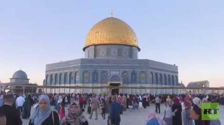 90 ألف شخص يؤدون صلاة العيد في الأقصى