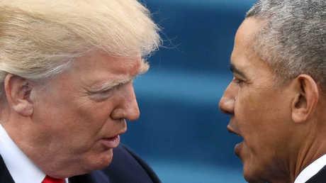 الرئيس الأمريكي، دونالد ترامب، وسلفه، باراك أوباما، يوم 21 يناير 2017