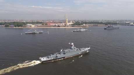 سفن حربية تابعة لأسطول بحر البلطيق في سان بطرسبرغ، روسيا، 28 يوليو 2017