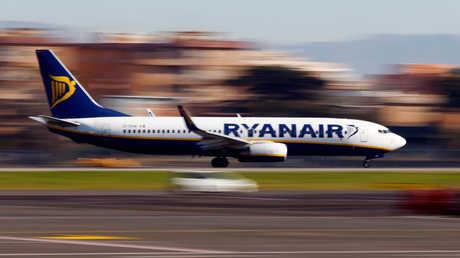 طائرة تابعة لخطوط Ryanair الجوية تهبط في مطار تشامبينو بروما