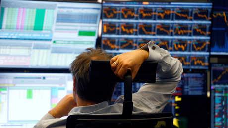 الأسهم الأمريكية تهبط مع احتدام النزاع التجاري الأمريكي الصيني